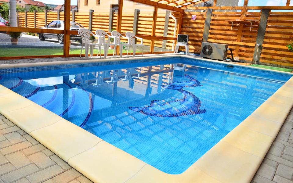piscina de interior la comanda